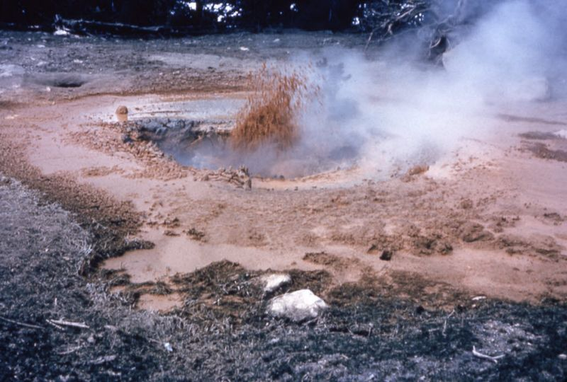 Lower gesyer basin mud pot