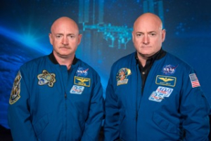 Fig_3_Mark_and_Scott_Kelly_at_the_Johnson_Space_Center _Houston_Texas