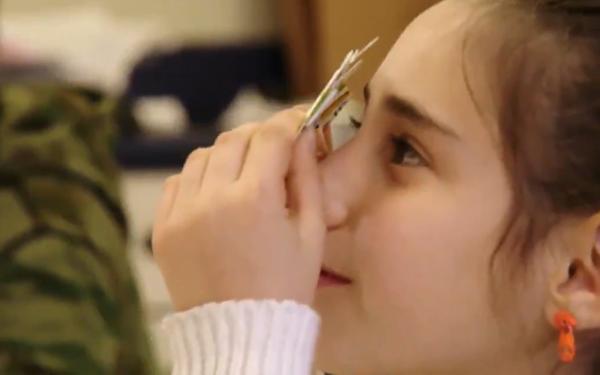 Foldscope_girl